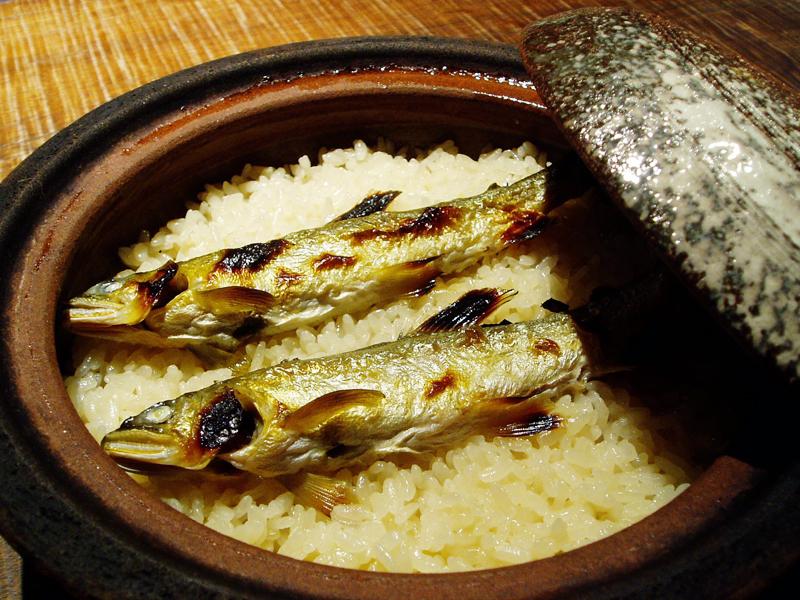 鮎の土鍋ご飯